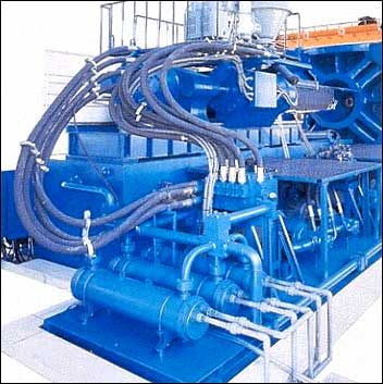 High efficiency injection unit and energy saving hydraulic system